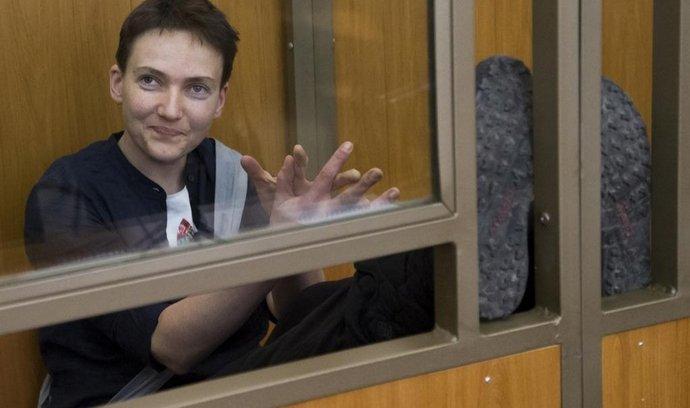 Nadija Savčenková při vynášení rozsudku u ruského soudu