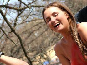 Nahota, běh, plavání, moře piva a zábava - takhle vítali dánští studenti jaro