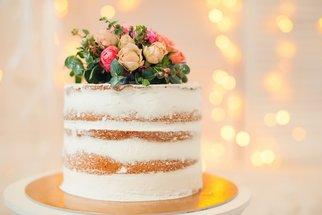 """Naked cake: """"Nahý"""" dort, za který se nemusíte stydět na žádné svatbě ani oslavě"""