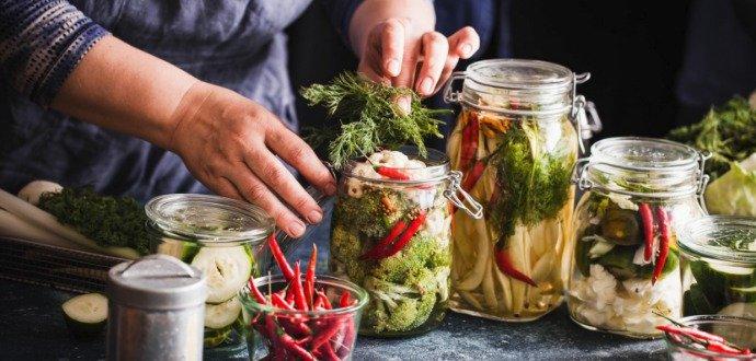 Nakládejte zeleninu ostošest – pusťte se do pickles