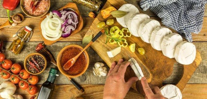 Jak ho pořádně naložit: recept na nejlahodnější nakládaný hermelín