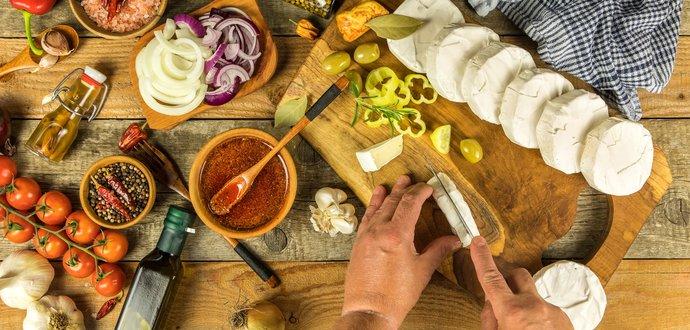 Recept na najlahodnejší nakladaný hermelín