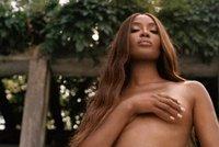 Pořád na to má! Sexbomba Naomi Campbellová (51) nafotila snímky nahoře bez