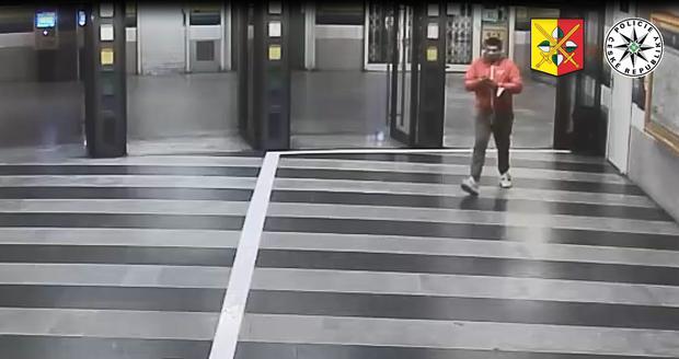 Policie hledá svědky brutálního útoku u metra Hloubětín.