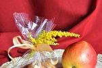 POTŘEBUJETE: pevná jablka, odstraňovačem jádřinců, prkýnko, nůž, plech, pečicí papír