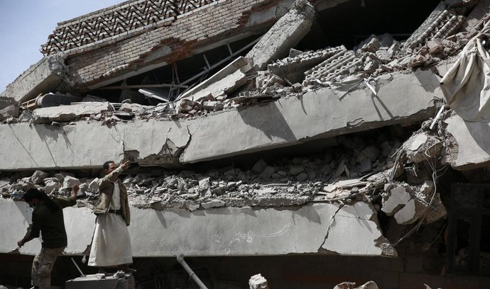 Následky saúdského bombardování v Jemenu