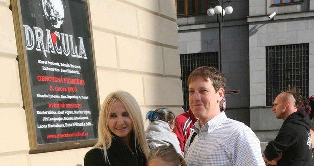 2008 - Rodina Grossova šla na Draculu. Natálii Grossové (vlevo) bylo tehdy sedm let.