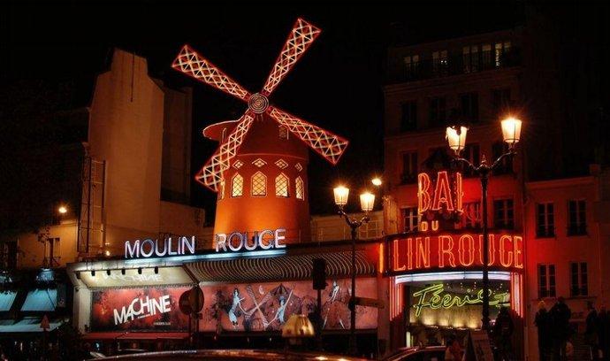 Návštěvu slavného kabaretu Moulin Rouge si nechte až na večer. (Foto: Miloslav Hamřík)