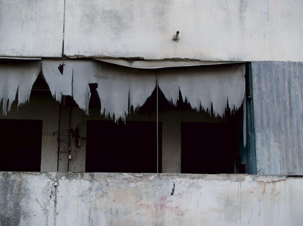 Scampijské paneláky jsou skladištěm kokainu, heroinu i marihuany a prolezlé kriminálními živly.