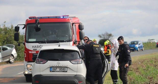 V Dolních Chabrech se v úterý 12. října 2021 srazila tři osobní auta. Nehoda se obešla bez vážnějších zranění.