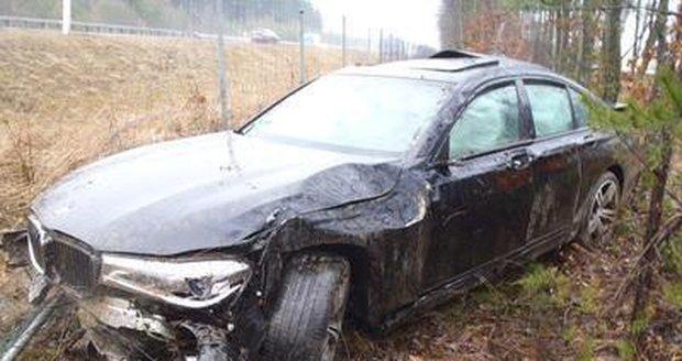 Zničené BMW po bouračce.