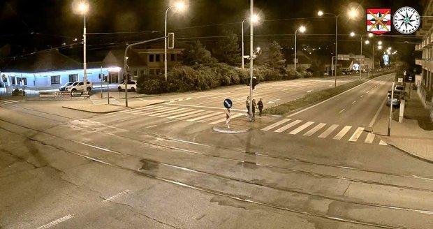Řidič volkswagenu přejel v Brně na přechodu pro chodce mladou ženu.