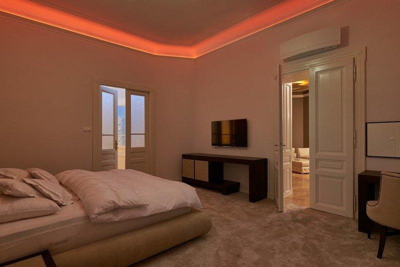 Tento luxusní byt (4+1, 220 m²) v ulici V Kolkovně stojí 65 milionů Kč.