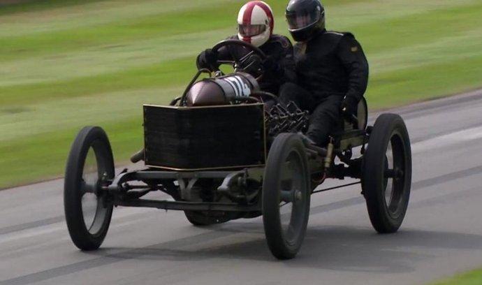 Nejrychlejší vůz z roku 1905 Darracq V8 v akci