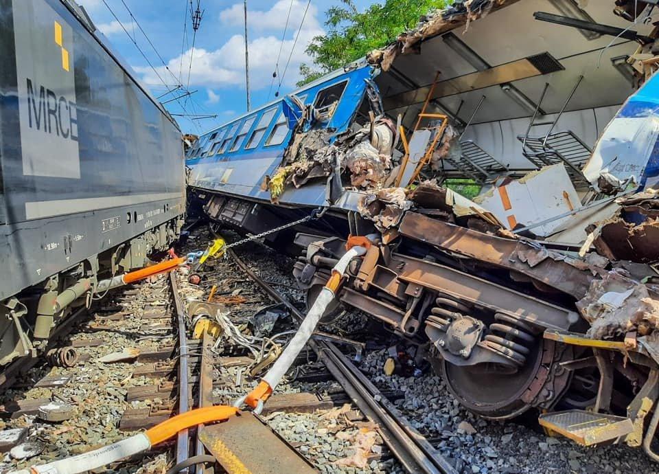 U Němčic nad Hanou na Protějovsku došlo ke srážce osobního vlaku s nákladním. (31.7.2021)