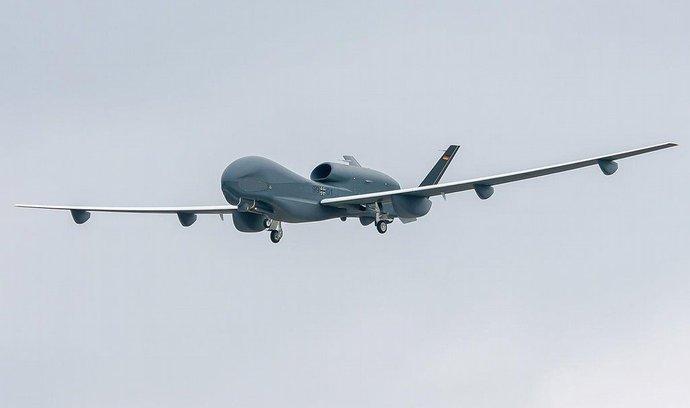 Německá armáda zatím provozuje jen špionážní drony, jako EuroHawk na snímku
