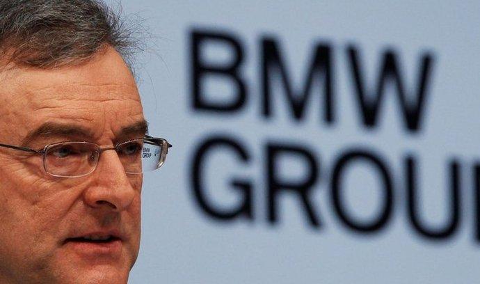 Německá automobilka BMW vyplailaí zaměstnancům za loňský rok rekordní odměnu díky dobrým hospodářským výsledkům. Z těch těží i šéf podniku Norbert Reithofer, kterému loni stoupl plat na téměř 6,2 milionu eur (152 milionů Kč) z předloňských 4,3 milionu eur.
