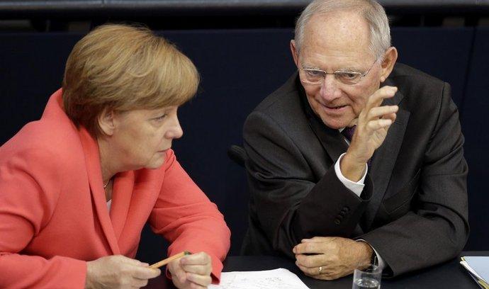 Německá kancléřka Angela Merkelová a ministr financí Wolfgang Schäuble v německém parlamentu