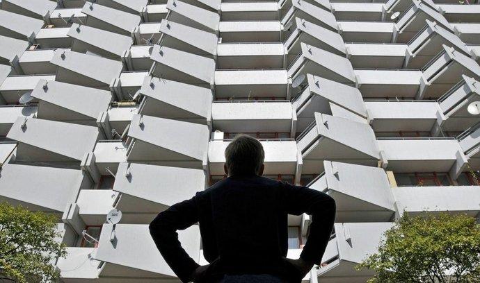 Politikům v různých částech světa se nedaří zvládnout krizi na trhu s dostupným bydlením.