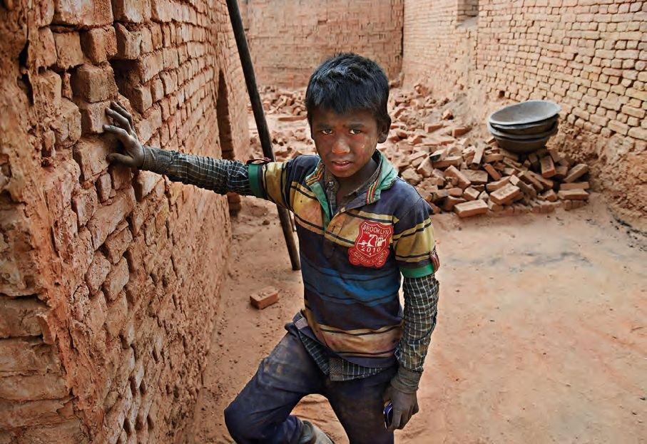 Nepálské cihelny chrlí miliony cihel na obnovu země