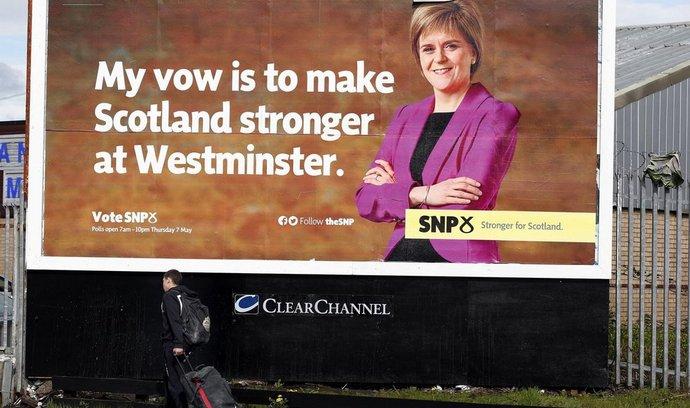 Nicole Sturgeon nelze vyčítat, že se nedrží své předvolební kampaně. Davidovi Cameronovi vzkázala, že hlas Skotů bude ve Westminsteru slyšet