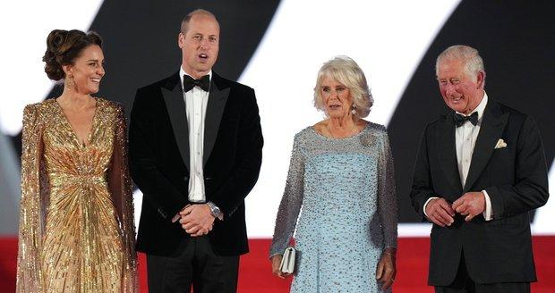 Členové britské královské rodiny na světové premiéře bondovky No Time To Die.