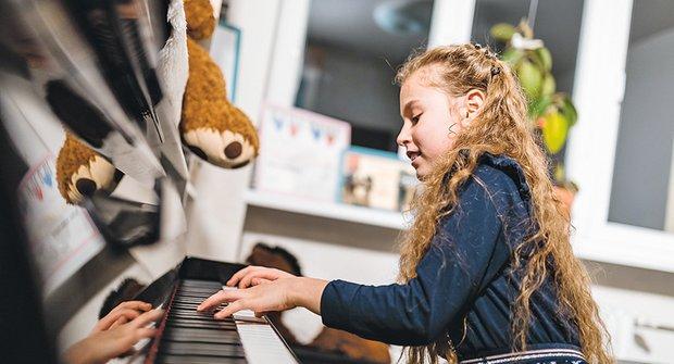 Zlatý oříšek: Desetiletá Nora přehraje na klavíru sedmnáctileté holky a kluky