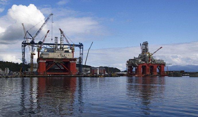 Norská ekonomika je závislá na ropě (těžební plošina na Špicberkách)