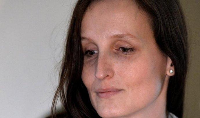 Norské úřady posílají mladšího syna českých rodičů Michalákových do adopce. Ke staršímu ztrácí matka Eva Michaláková (na snímku) podle rozhodnutí rodičovská práva.