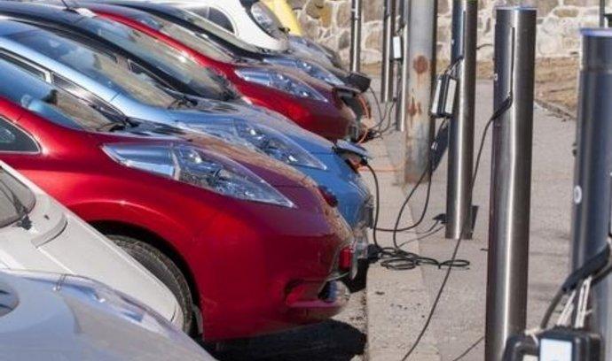 Norsko je ráj elektrických aut. Každý třetí prodaný vůz tam jezdí na elektřinu