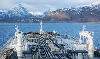 Norsko zbohatlo na ropě, teď se začíná fosilních paliv štítit. Ale jen v zahraničí