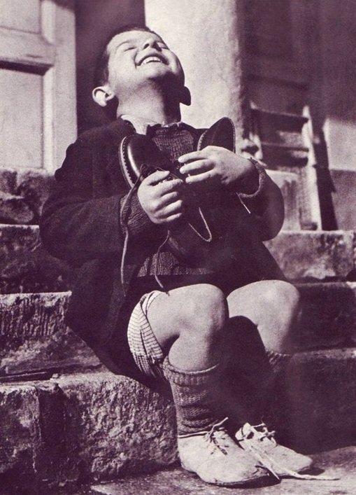Rakousko, 1934 - Nefalšované štěstí chlapce ze sirotčince, který dostal nové boty