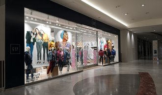 The fashion business is suffering.  There are more and more closed shops, and finally well-known brands