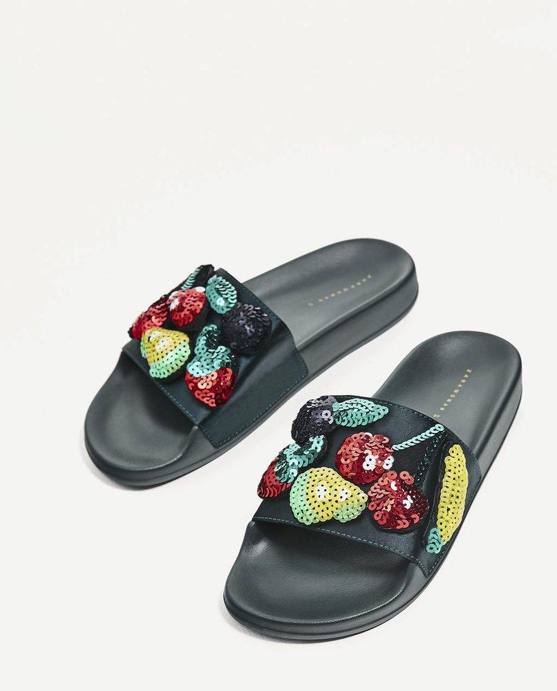 Pantofle s ovocem z flitrů, Zara, 899 Kč