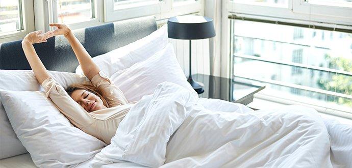 Oblečte posteľ do letného