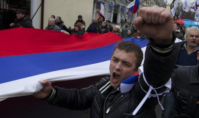 Obyvatelé Simferopolu příchod ruských jednotek vesměs vítají