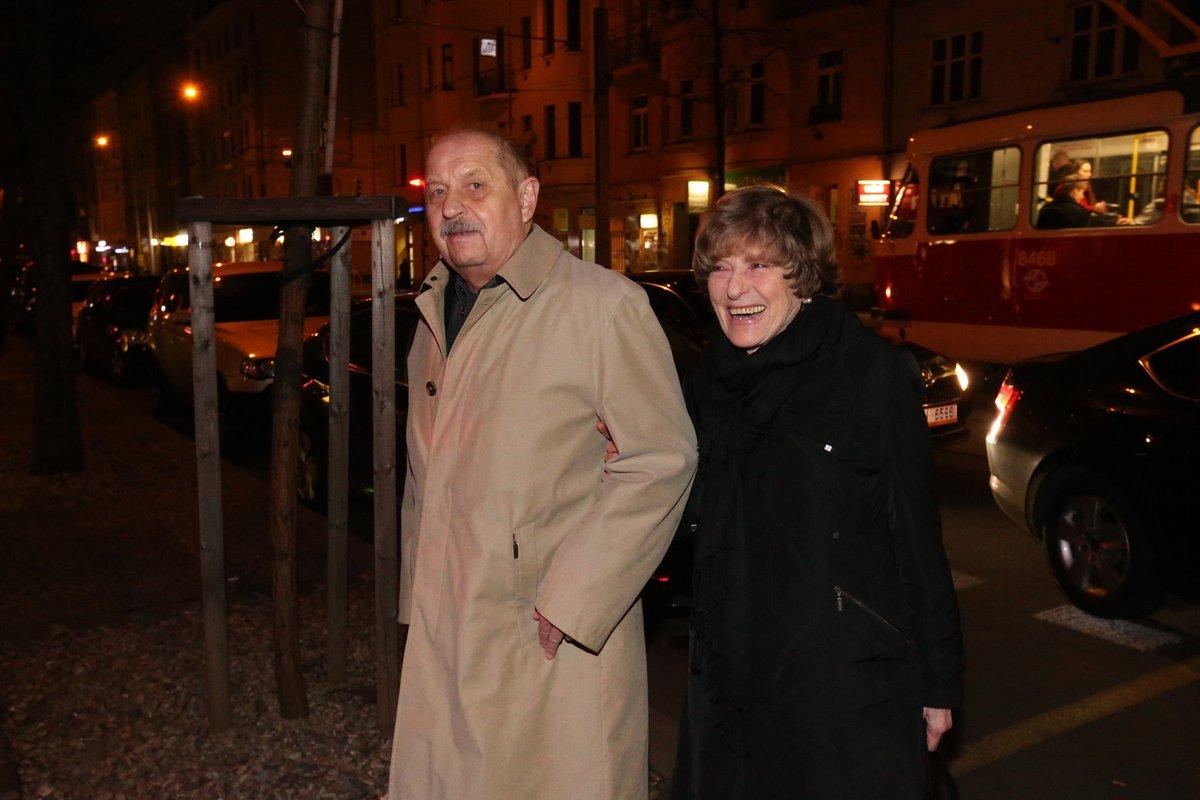 Herec Oldřich Vlach s manželkou