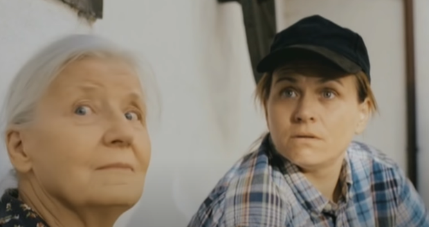 Olga Schmidtová a Pavla Tomicová ve filmu Rafťáci