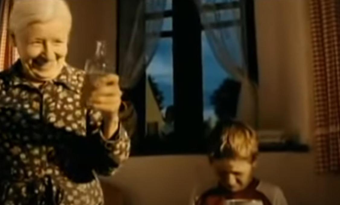 Olga Schmidtová ve filmu Rafťáci