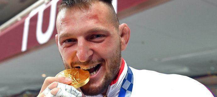 Šťastný Lukáš Krpálek se zlatou medailí