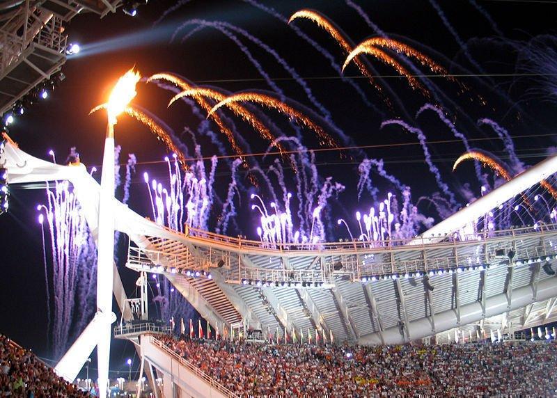 Olympijský oheň v Athénách, kde se nejvíce dopovalo.