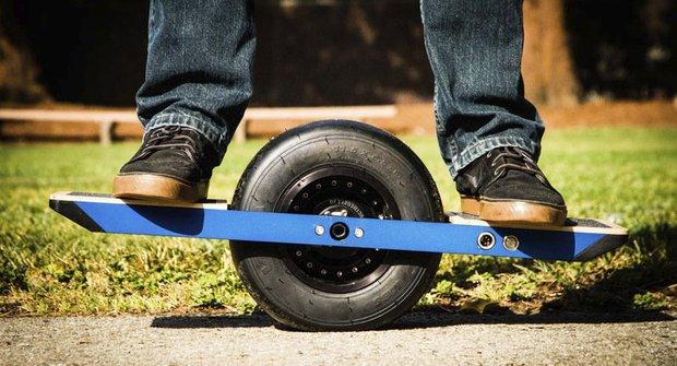 Elektro skateboard s jedním kolem? Návrat do budoucnosti, ouje!!!