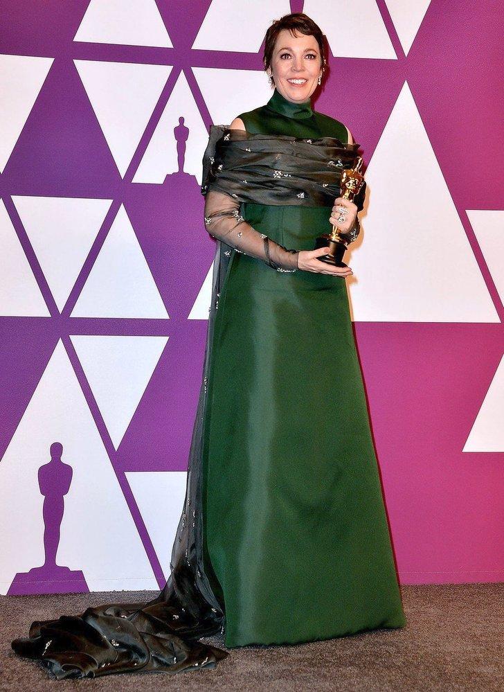Olivia Colman v šatech Prada, 2019