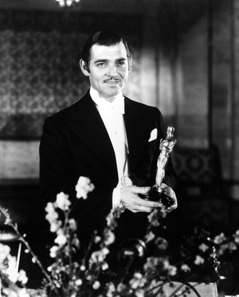 1935 - Clarke Gable si přebírá Oscara za film Stalo se jedné noci