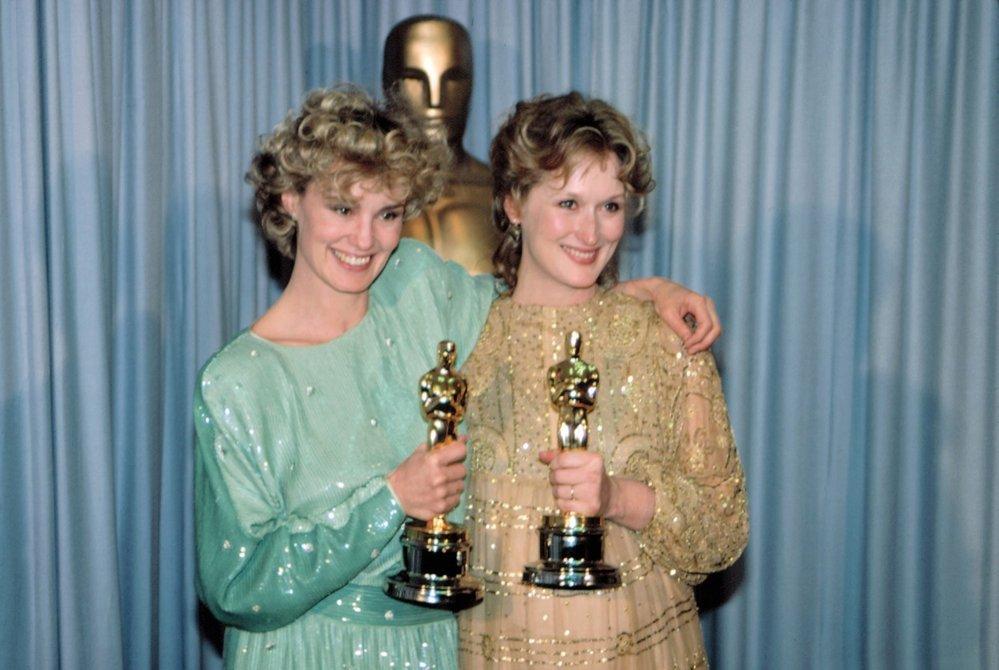 1983 - Skvělý filmový rok! Meryl Streep si odnáší Oscara za strhující výkon v Sofiině volbě a Jessica Lange za vedlejší roli v komedii Tootsie.