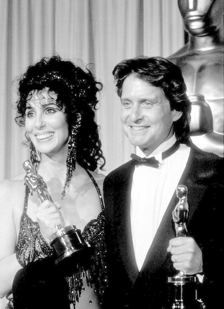 1988 - Zlaté osmdesátky. Cher a Michael Douglas jsou na vrcholu své kariéry. Cher získala Oscara za film The Moonstruck (Pod vlivem úplňku), Douglas za film Wall Street.