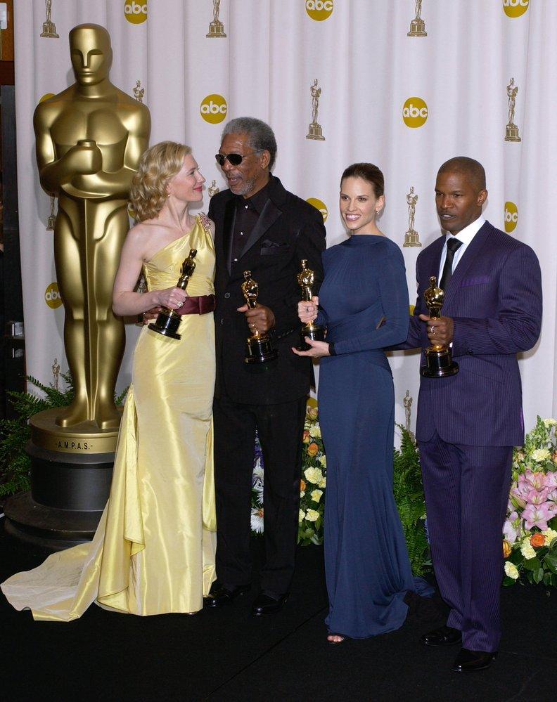 2005 - Opět silná čtyřka. Hilary Swank si odnáší sošku za Million Dollar Baby, stejně tak její filmový kolega Morgan Freeman. Cate Blanchet se dočkala Oscara za film The Aviator (Letec) a Jamie Foxx uchvátil jako Ray.