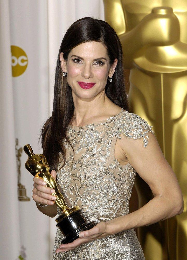 2010 - Sandra Bullock s Oscarem za hlavní ženský herecký výkon. Překvapení večera? Kdo ji viděl ve filmu The Blind Side (Zrození šampiona), překvapený nebyl.