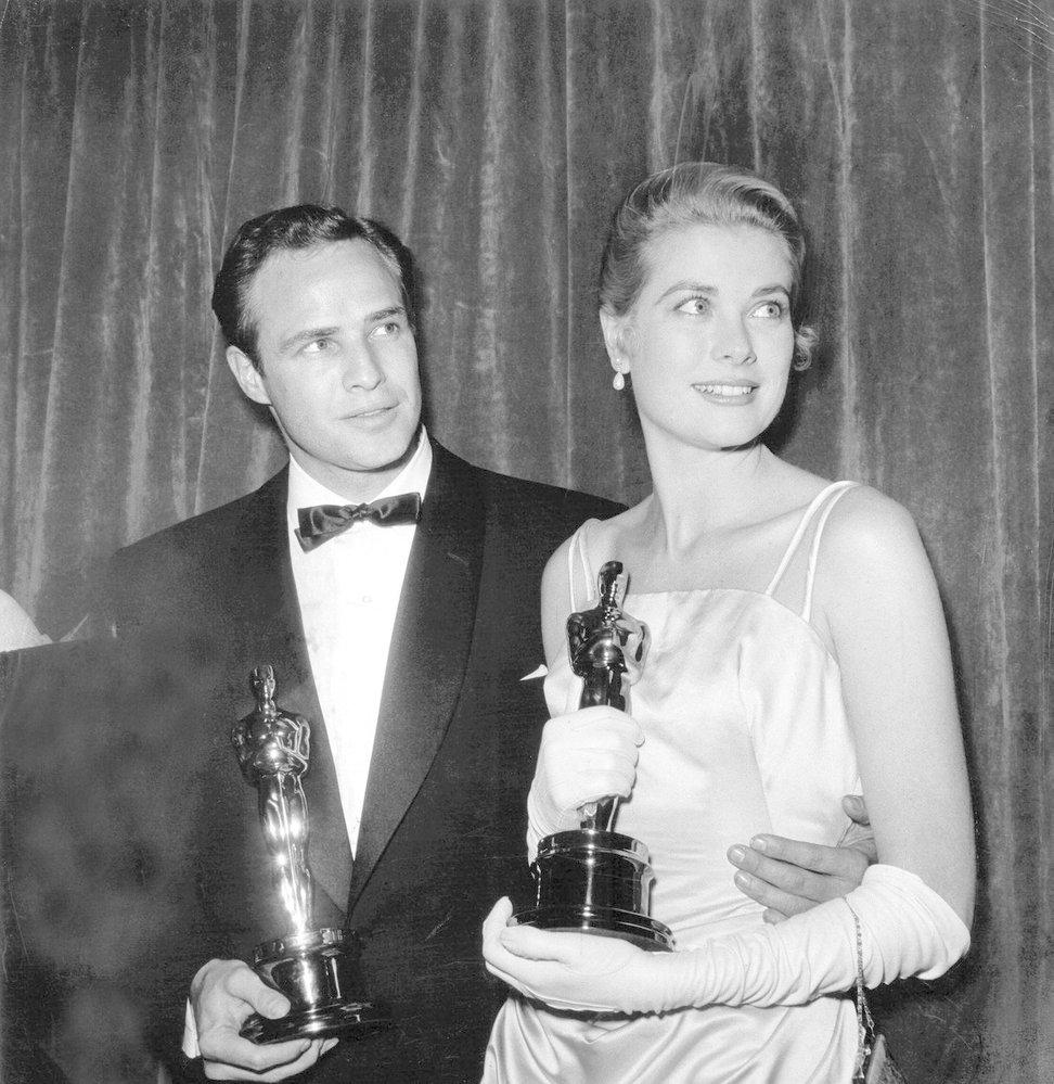 1955 - Toto je Hollywood - Grace Kelly a Marlon Brando