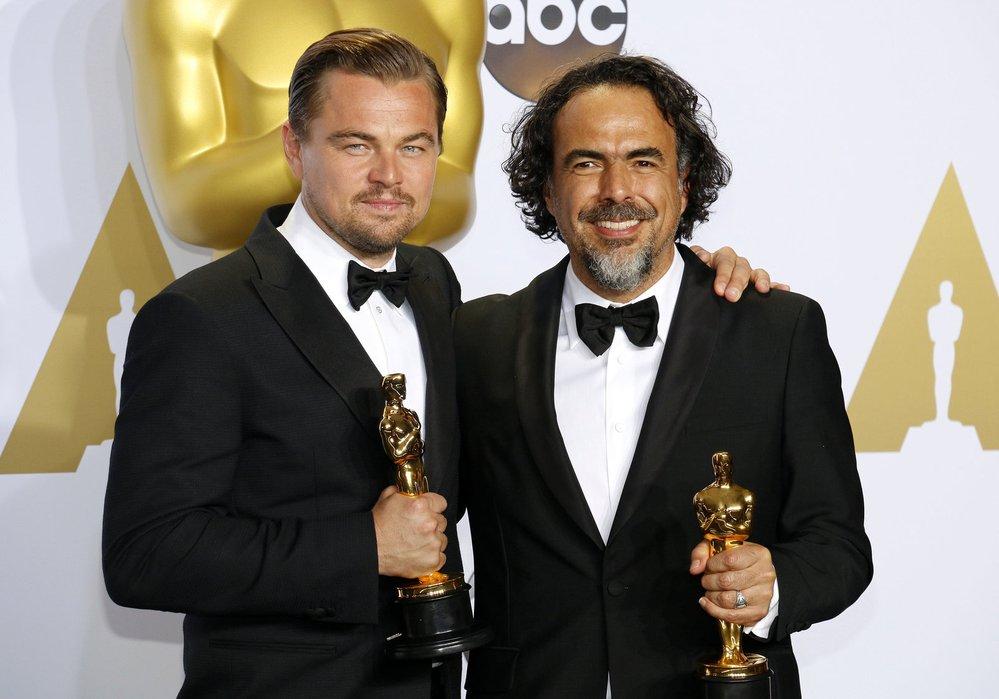 2016 - I Leonardo DiCaprio se dočkal. Cenu získal za film The Revenant. Možná to nebyl jeho nejlepší výkon kariéry, ale sošku už si zkrátka zasloužil. Oscarová historie k jeho kolegům mnohdy tak štědrá nebyla.